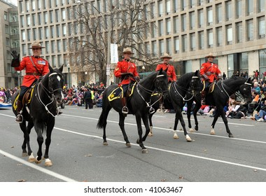 TORONTO-NOVEMBER 15: The Canadian Royal Mounted Police traditionally participate at the 105 annual Toronto Santa Close Parade on November 15, 2009 in Toronto, Canada.