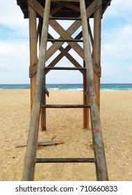 Torre de vigilancia en la playa. Vigilance tower at the beach