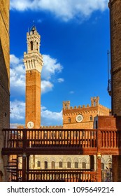 Torre del Mangia tower and town hall in Siena, Tuscany, Italy. Siena landmark