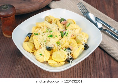 Tortellini with cheese and olive