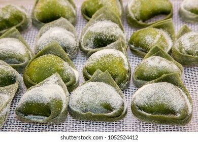 tortellini e tortelloni typical dishes emilia italy