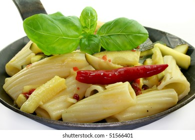 Tortiglione with fiery chili, zucchini, garlic and herbs