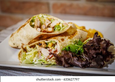 Tortilla with chicken served with chips