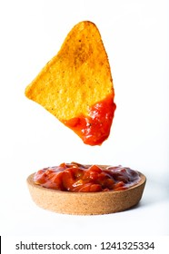 tortilla chips with tomato dip