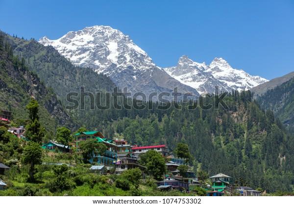 Village de Tosh dans la belle vallée de Parvati dans l'Etat de l'Himachal Pradesh, au nord de l'Inde