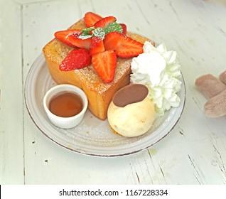 tost strawberry dessert