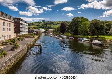 TOTNES, DEVOV/UK - JULY 29 : Boats on the River Dart at Totnes on July 29, 2012