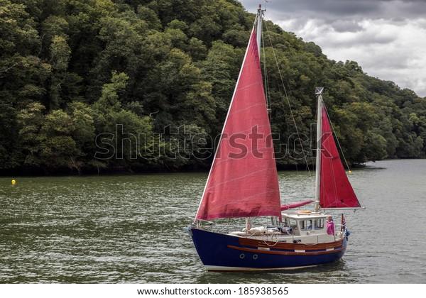 TOTNES, DEVOV/UK - JULY 29 : Sailing up the River Dart near Totnes on July 29, 2012. Unidentified people.