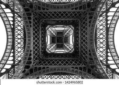 TOUR EFFEL PARIS BLACK AND WHITE PHOTOGRAPHY