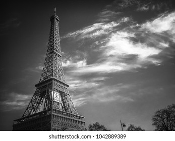 Tour Eiffel with clouds