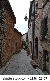 Tourette-sur-Loupe, street in south of France