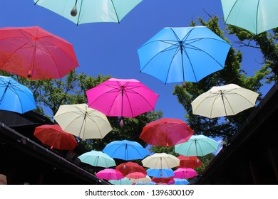 A tourist attraction in Karuizawa, Harnire Terrace, a popular tourist attraction that makes umbrellas into art in summer.