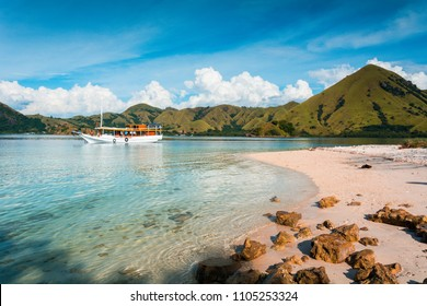 Tourist boats at the coast of 'Kelor Island', Komodo Island (Komodo National Park), Labuan Bajo, Flores, Indonesia