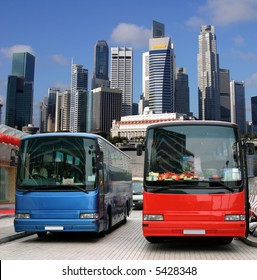 Tourist buses in Singapore waiting for tourists