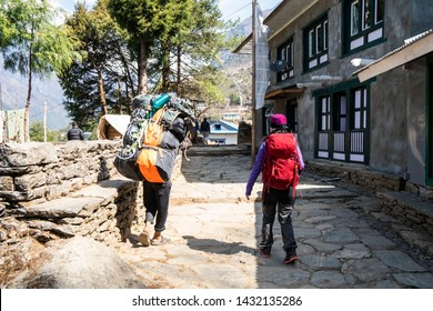 Tourist trekking on the way to Everest base camp, Nepal