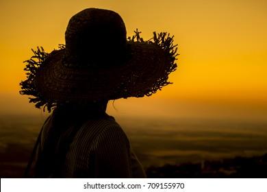 tourist woman hat silhouette