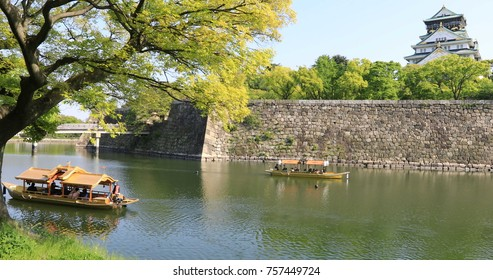 Touristic boats with tourists along the moat of Osaka Castle one of best activities you can experience around Osaka Castle area, one of most famous landmarks of Japan