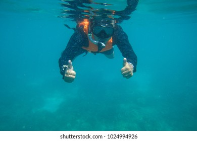 Tourists are diving in the Andaman Sea.