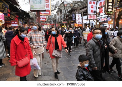 Tourists enjoy delicious food at Huifang Street in Xi 'an, capital of northwest China's Shaanxi Province, Feb. 15, 2021.