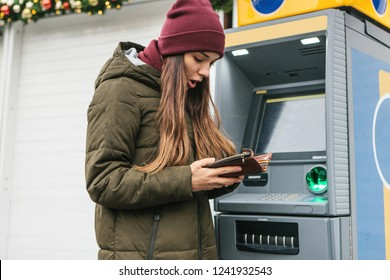 A tourist's girl looks into the purse and sees that she has lost a credit card or she was cheated on money or something else happened that is unpleasant.