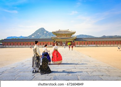 Tourists visiting Gyeongbokgung Palace on Jun 19, 2017 in Seoul city, South Korea