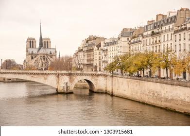 Tournelle Bridge (Pont de la Tournelle) and  ile Saint-Louis with the view of Notre Dame de Paris, Paris, France