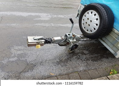 Towbar and jockey wheel with power connection and trailer lock in case of rain.