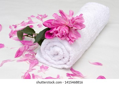 towel with petals and flawer