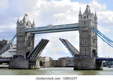 Tower Bridge, London, opening