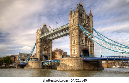 Tower Bridge/London/UK