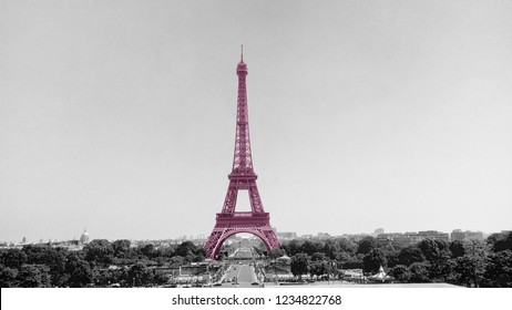 The Tower Eiffel painted in byzantine tint