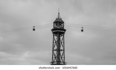 Tower with gondolas in symmetry