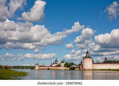 A tower an a wall in Kirillov abbey