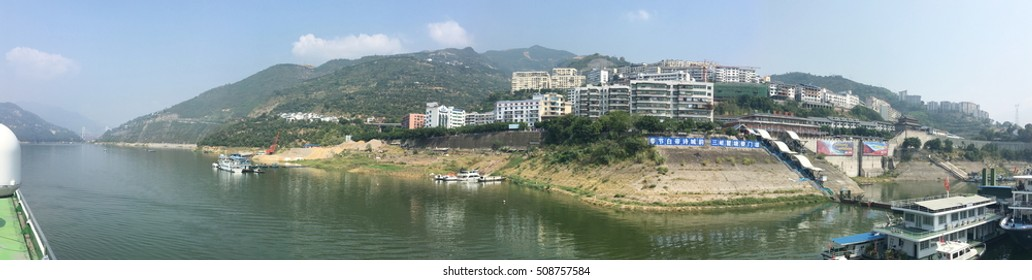 Town along the Yangtze River in China