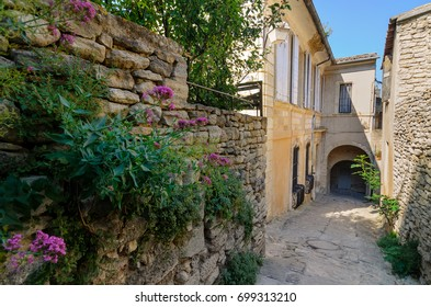 The town of Gordes, small charming town in Provence, France