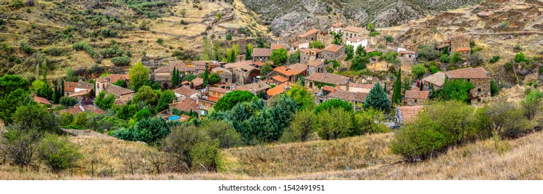 Town houses Patones de Arriba in the province of Madrid, Spain.