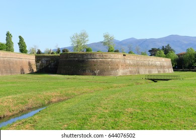 The town of Lucca in Tuscany is entirely surrounded by the renaissance-era city walls (in the picture the San Paolino bastion).
