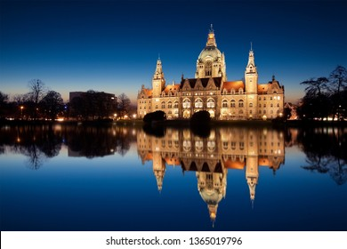 townhall Hannover at night
