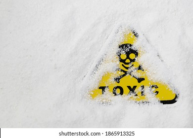 toxicity warning sign in white powder, toxicity sign with white toxic powder, washing powder