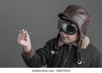 7205cf20 toy, child playing the aircraft pilot with hat and retro bomber jacket