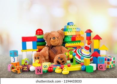 背景におもちゃのコレクション