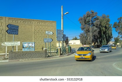 TOZEUR/TUNISIA - JANUARY 4 2017: Streets and buildings of Tozeur town in south west Tunisia near Algeria. Northern Africa