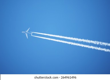 trace of the plane in the sky