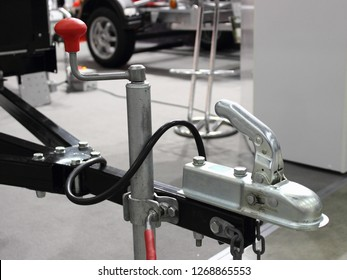 traction device - handle, wheel strut and the opened lock of the car trailer - towing, connection
