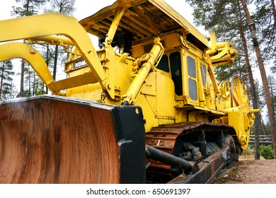 Tractor for laying cables of yellow color