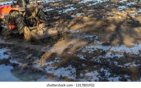 tractor Prepare the soil In the field