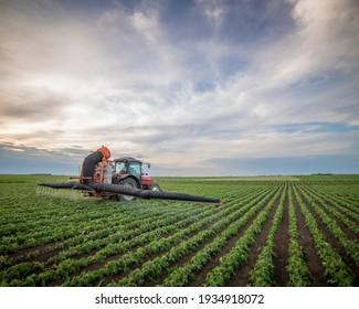Pestizide von Traktoren auf Sojabohnenfeldern