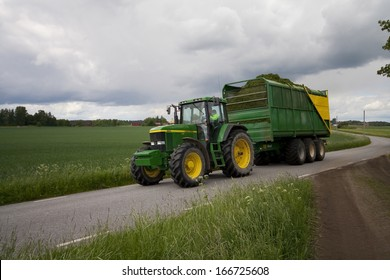 Tractor with wagon and hay