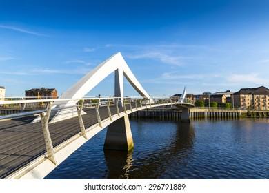 The Tradeston Bridge (Tredstoun) known as the squiggly bridge, a pedestrian bridge across the River Clyde in Glasgow, Scotland, UK
