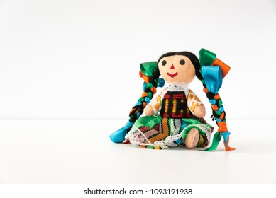 Tradicional mexican doll  in a colorful dress of Mexico  from Queretaro, hand crafted - Muñeca mexicana